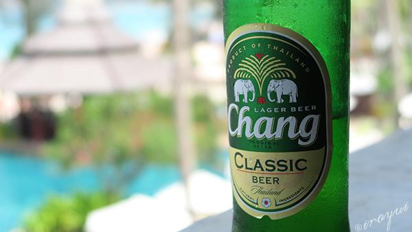 タイのチャンビールも海と同じ色