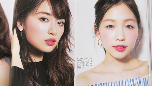 二人の女性の口紅やチークの発色の仕方の差