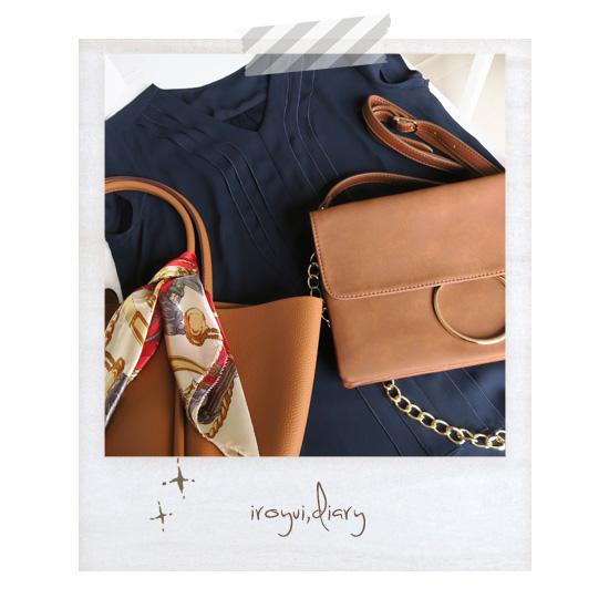 キュートタイプのファッションとテラコッタ色のバッグ