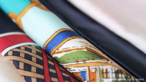 診断用に用意した色んな色や柄のスカーフ