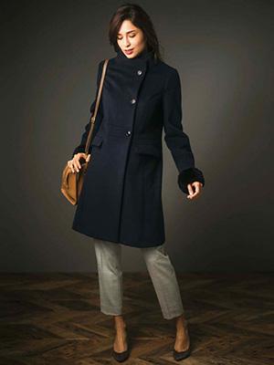 パーソナルデザインではグレースさんに似合う立て襟コート