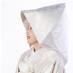 パーソナルデザインと似合う和装のブライダル衣装と綿帽子